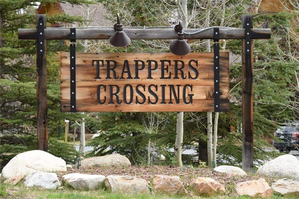 Trappers Crossing entry sign