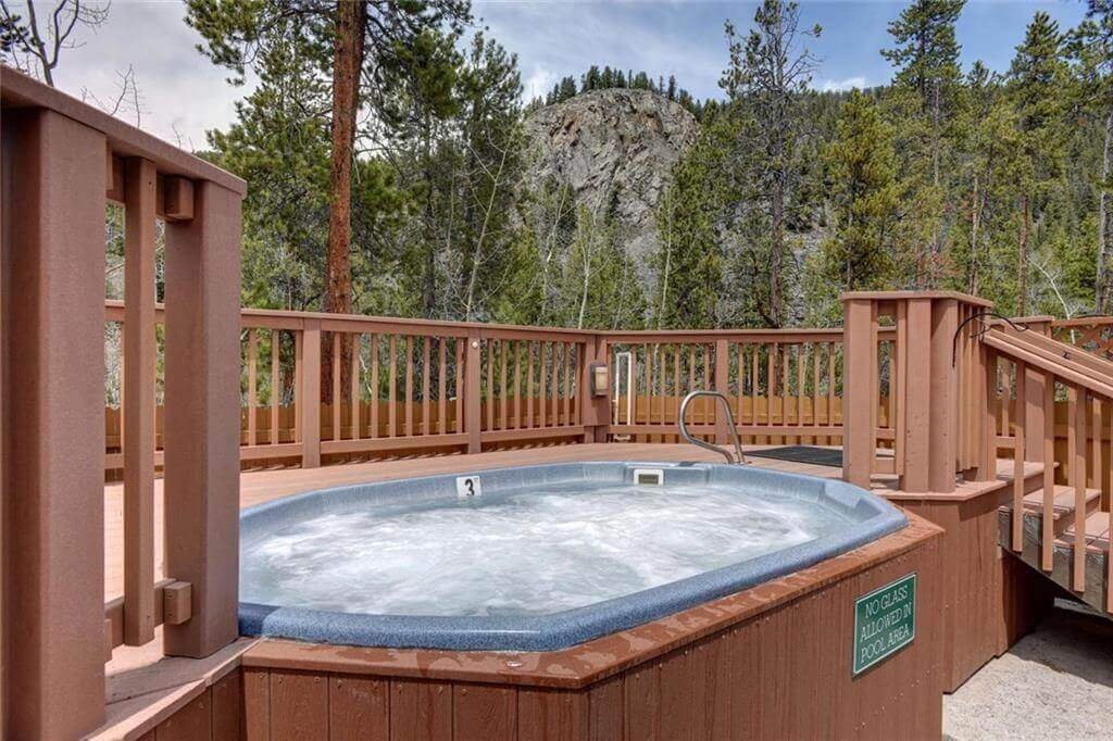 Hot tub at Trappers Crossing