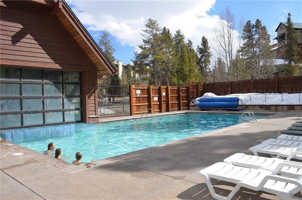 upper-village-pool-breckenridge-co