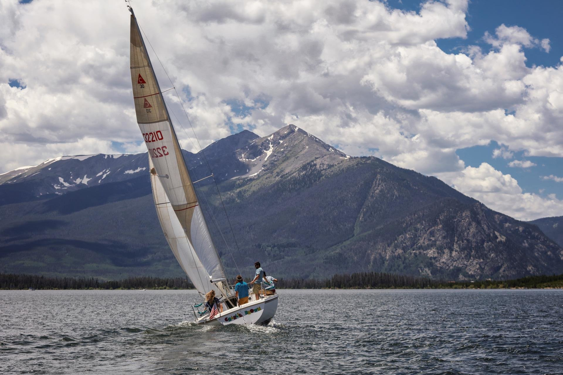 SAILING_LAKE_DILLON_COLORADO_SUMMIT_COUNTY