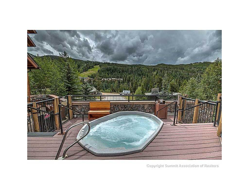 Hot tub at Arapahoe Lodge