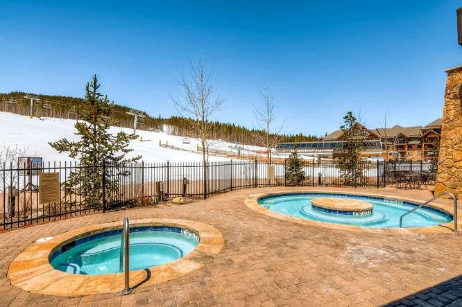 Hot tubs and amenities at Crystal Peak Lodge