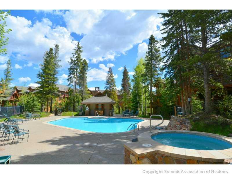 Luxury swimming pool at Mountain Thunder Lodge